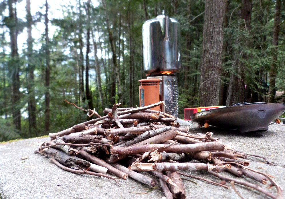 Bouts de bois et cafetière