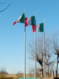 Tre bandiere, una per colore