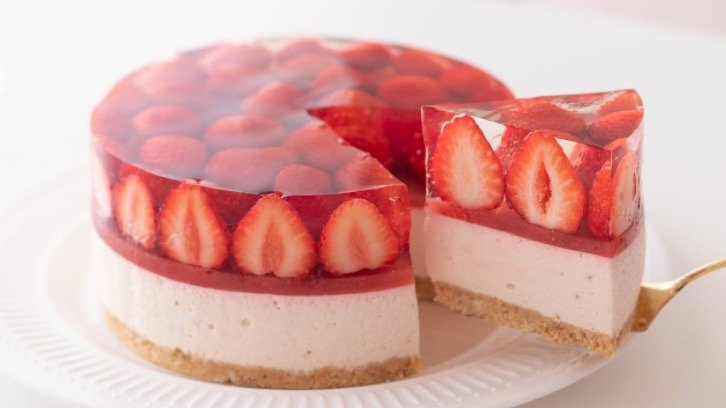 This Chef Making A No-Bake Strawberry Cheesecake Is The Most Relaxing Thing You'll Watch Today