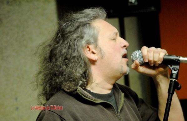 Eric, chanteur de MESSALINE