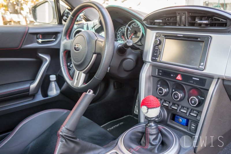 Pokeball shift knob cover-1