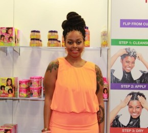 Chrisette Michele Takes Over The Beautiful Textures Booth!