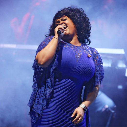 essencecom-jill-scott-112_520x520_67