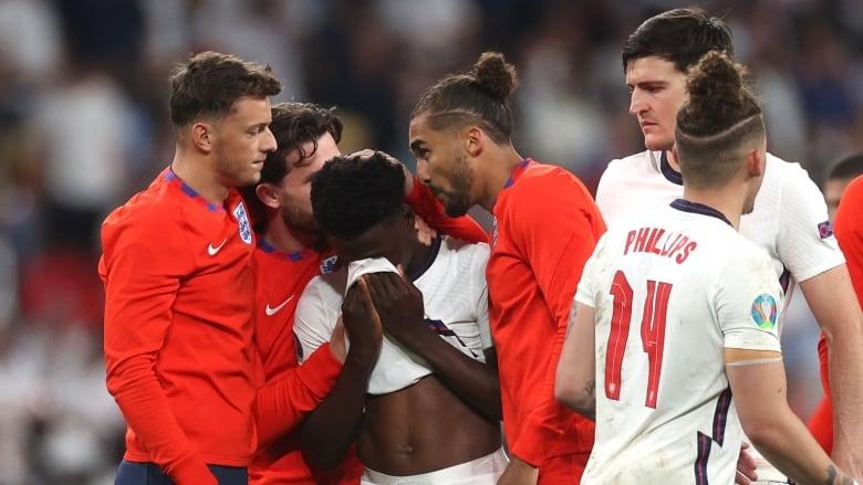 Fyerje Raciste Ndaj Tre Futbollistëve Anglezë Pas Humbjes Së Penalltive Në Finale Kundër Italisë