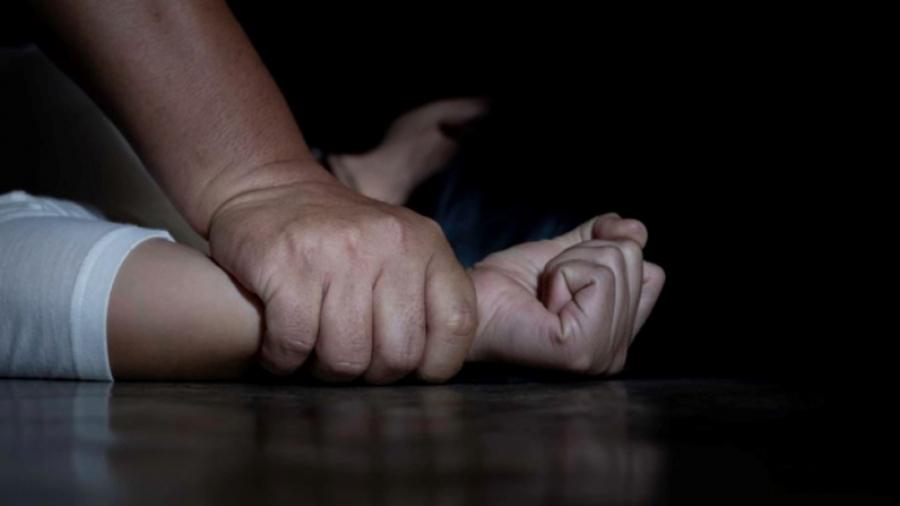 القبض على ثلاثة أشخاص حوّلوا وجهة إمرأة واغتصبوها