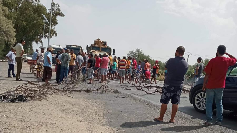 الشبيكة: محتجون يغلقون الطريق للمطالبة بتوفير مياه الشرب 