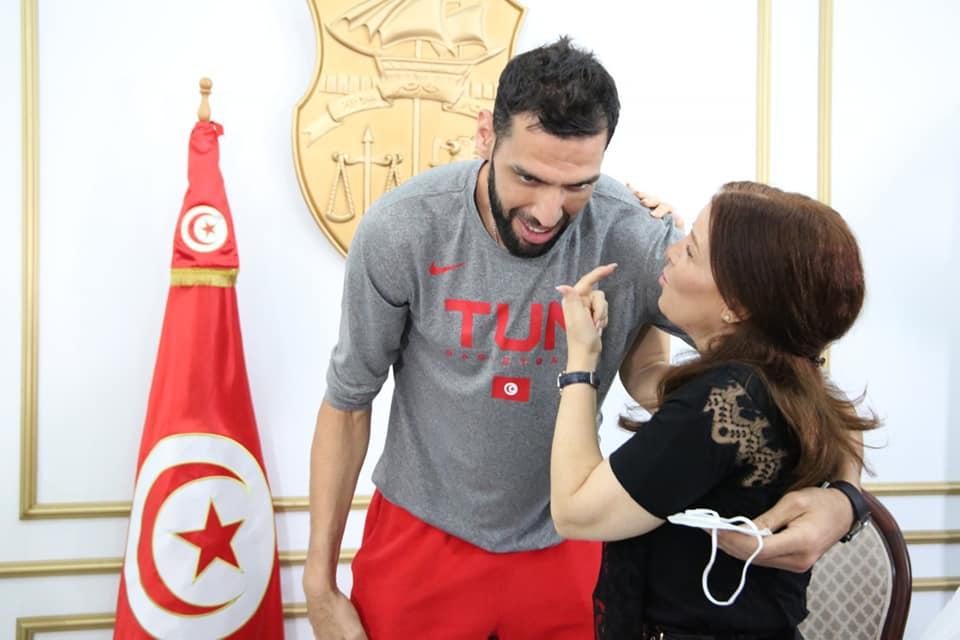 وزيرة الرياضة تُُشِيد بإنجازات صالح الماجري