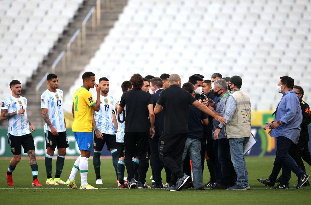 موظفو وزارة الصحة البرازيلية يوقفون مباراة البرازيل و الأرجنتين