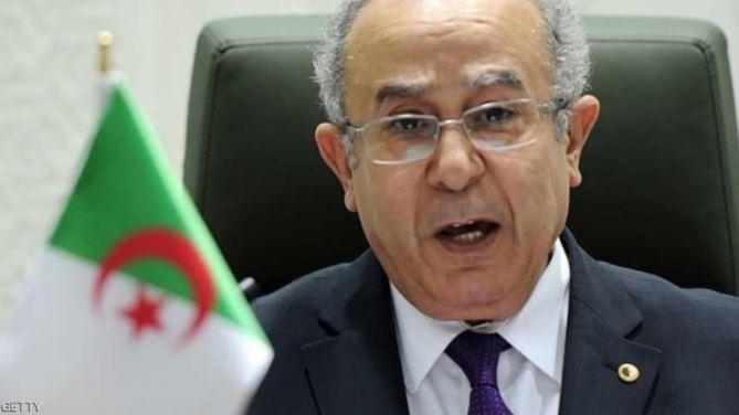 وزير الخارجية الجزائري يصف تصريحات ماكرون بـ'الإفلاس'