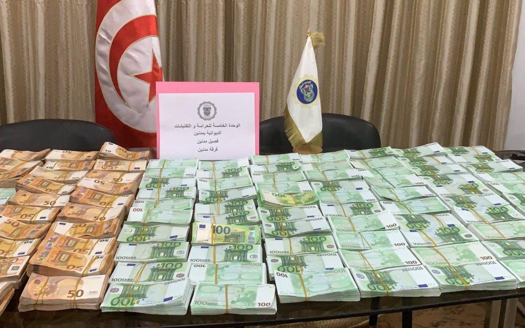فرقة الحرس الديواني بمدنين تحبط محاولة تهريب مبلغ من العملة الأجنبية يناهز 1 مليون أورو.