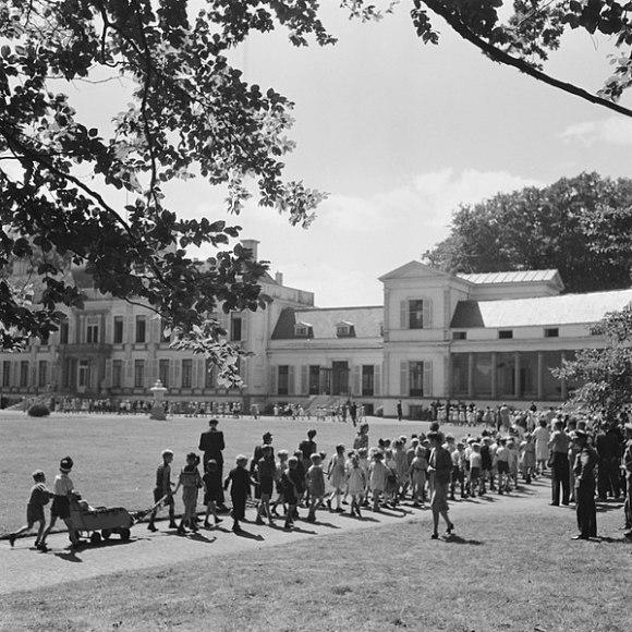 File:Reportage van het kindertuinfeest paleis soestdijk, Bestanddeelnr 900-7141.jpg