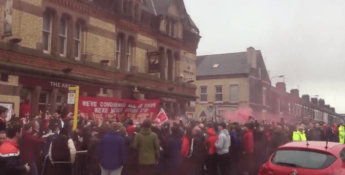 Atmosphere builds around Anfield as fans gather ahead of LFC vs City – Videos