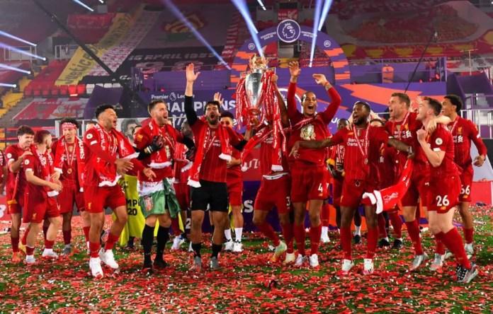 Liverpool Lift Premier League Trophy