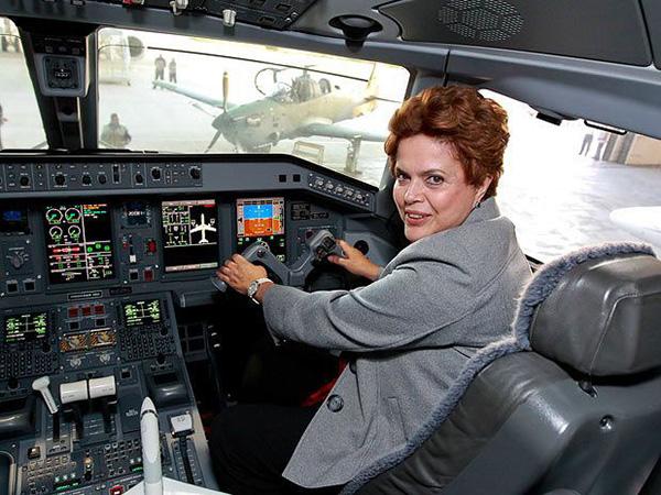 Justiça derruba restrição de uso de aviões da FAB imposta a Dilma Rousseff