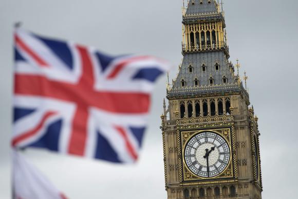 Reino Unido deixa União Européia após referendo e premiê renuncia cargo