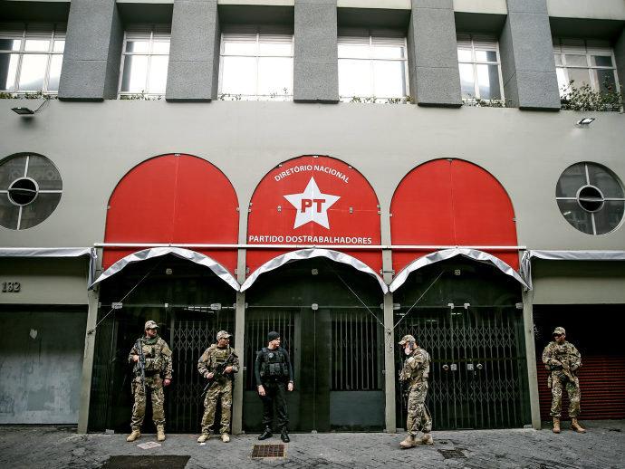 O PT assaltou até funcionários públicos endividados