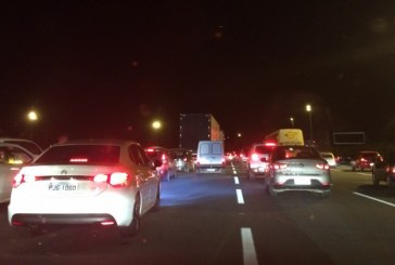Trânsito é intenso na BR-324 neste domingo (26)
