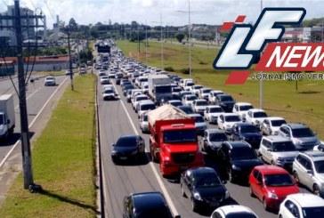 Caminhão quebrado congestiona transito em Lauro de Freitas e Salvador