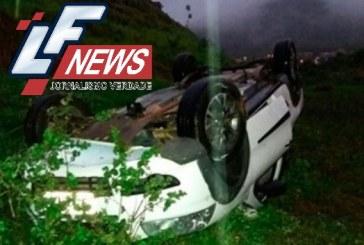 Mulher morre e 4 pessoas se ferem após carro despencar em ribanceira na BR-101