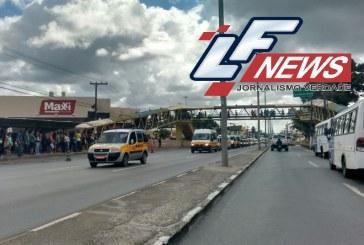 Trânsito lento na Estrada do Coco sentido Salvador neste instante devido a manifestação noticiado pelo LF News
