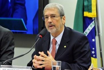 Líder tucano diz que nem os petistas acreditam mais no retorno de Dilma