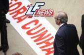 Câmara cassa mandato de Cunha por 450 votos a 10