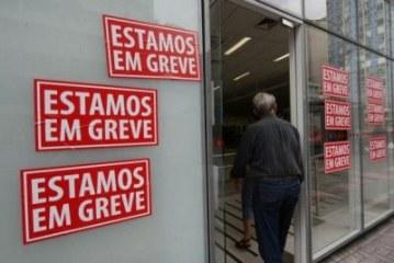 Bancários param e consumidores devem procurar alternativas para pagar contas