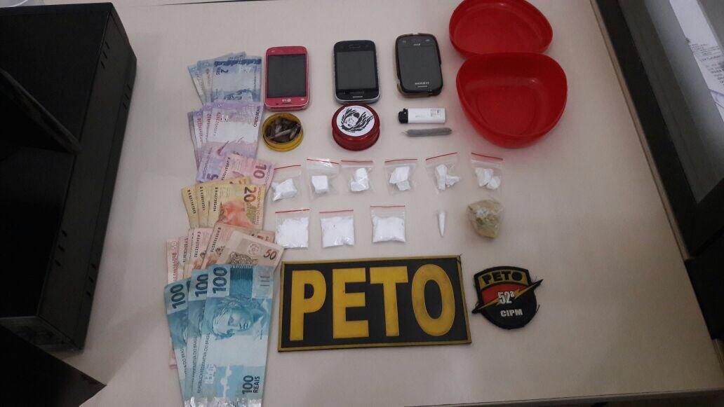 PM prende três em flagrante e apreende drogas no Centro de Lauro