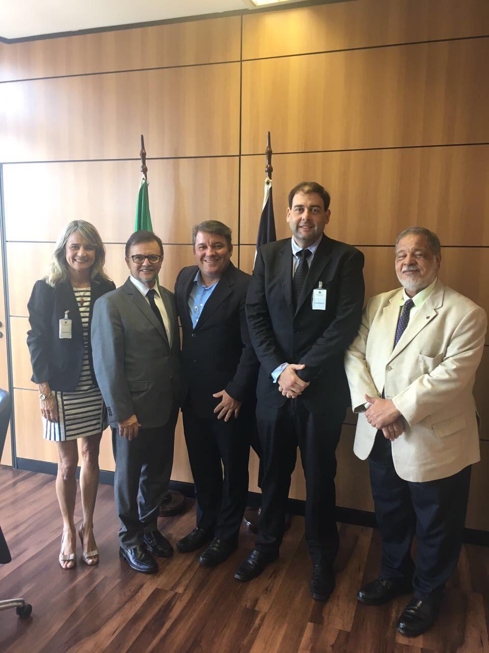 Prefeitura de Lauro de Freitas quer apoio no Ministério do Trabalho superar crise do desemprego.