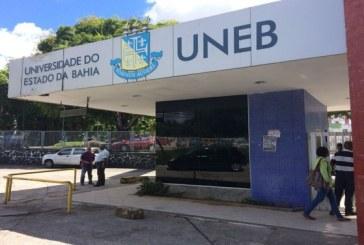 Funcionários da Uneb protestam no CAB; universidade suspendeu aulas nesta terça