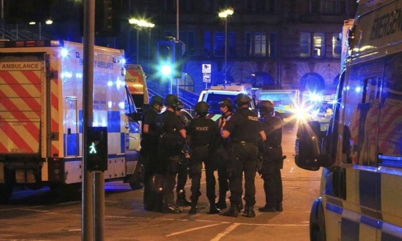 Explosão após show de Ariana Grande deixa 22 mortos em Manchester
