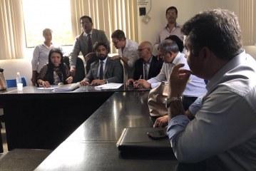 Prefeita se reúne para debater reordernamento da orla de Lauro de Freitas