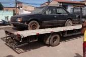 Operação Cidade Limpa retira carros abandonados de vias públicas em Lauro de Freitas