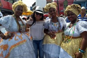 Vereadora Débora Regis participou do cortejo da 34ª Lavagem do Caranguejo
