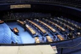 CCJ do Senado aprova proposta que criminaliza preconceito contra LGBTs