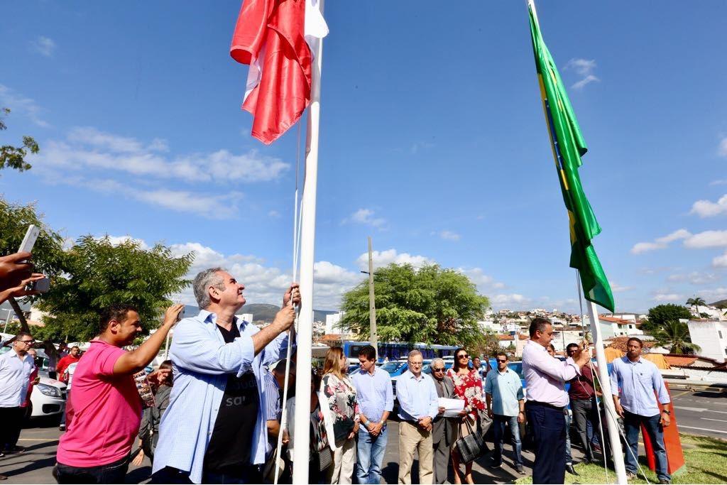 """No Prado Valadares, em Jequié, Angelo Coronel destaca """"revolução na saúde"""" feita por Rui Costa"""