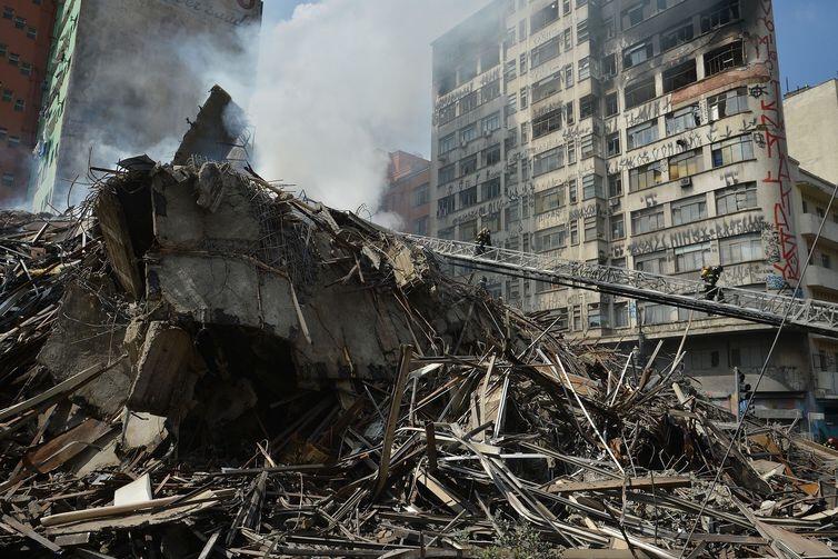 Bombeiros atualizam para 34 número de desaparecidos em incêndio de SP
