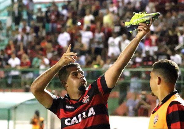 Finalmente! Vitória ganha a primeira no Brasileirão, diante do Vasco fora de casa