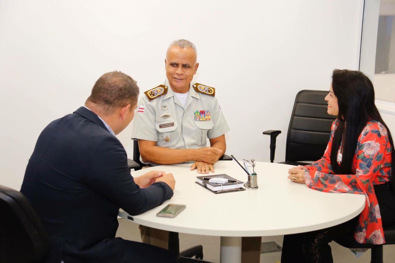 Moema e Olinto reúnem-se com o Comandante Geral, para falar sobre a instalação de uma escola de gestão compartilhada entre o município e Polícia Militar