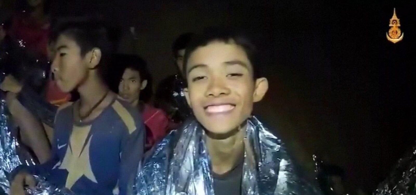 Grupo resgatado de caverna vai ficar internado por uma semana
