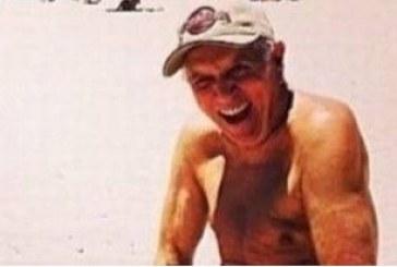 Apresentador da Praça é Nossa, Carlos Alberto Nóbrega aparece nu em foto na praia