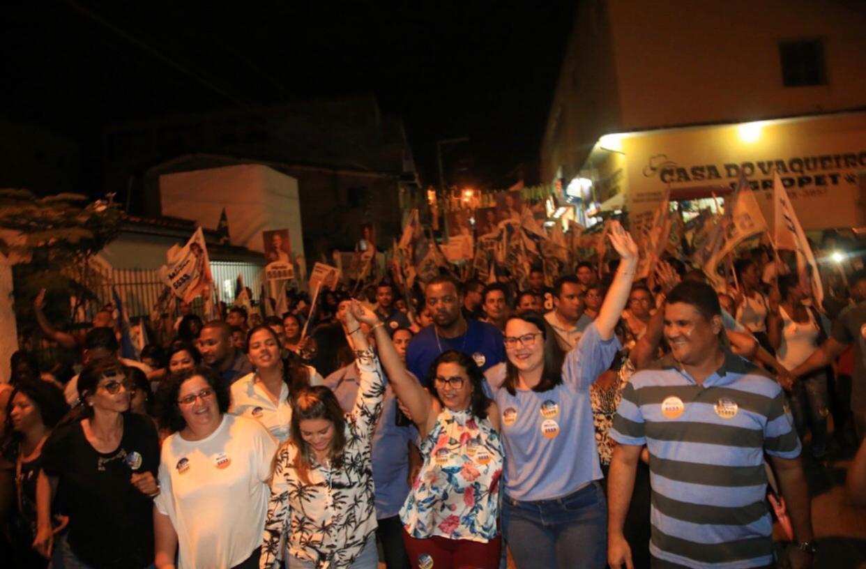 Em caminhada histórica, Mirian e Mirela arrastam multidão na Itinga