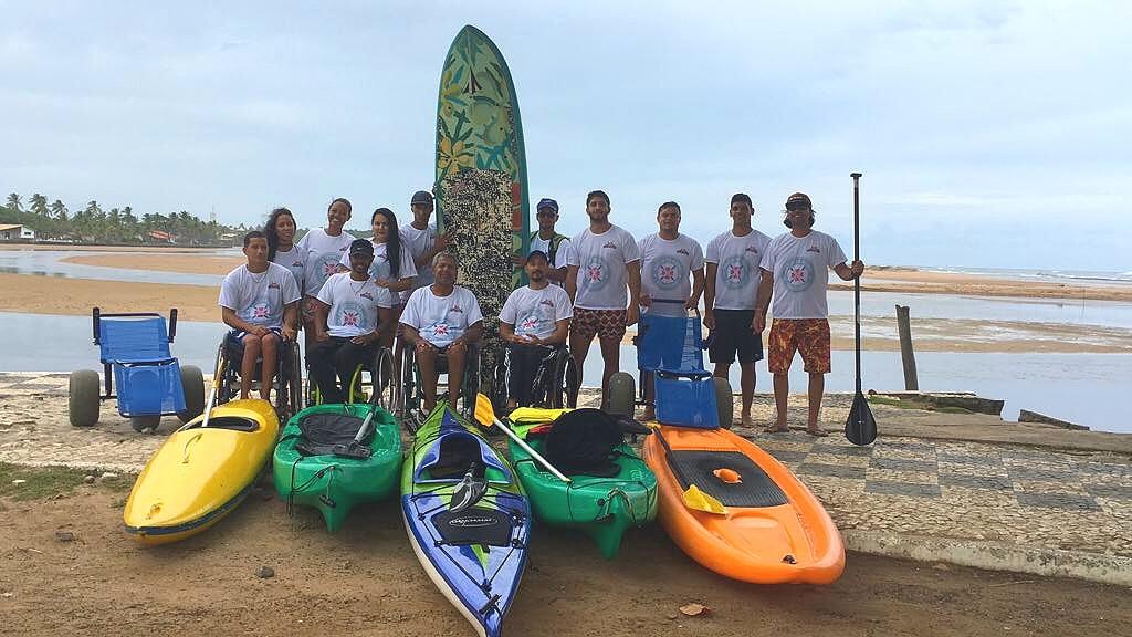 Manassés oferece aula de canoagem para deficientes físicos