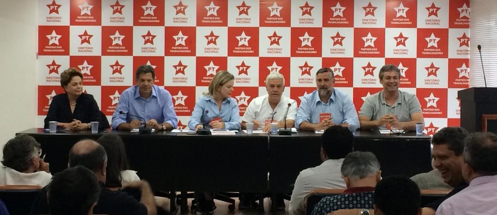 Haddad vai articular frente por 'direitos do povo' e em oposição a Bolsonaro, diz presidente do PT