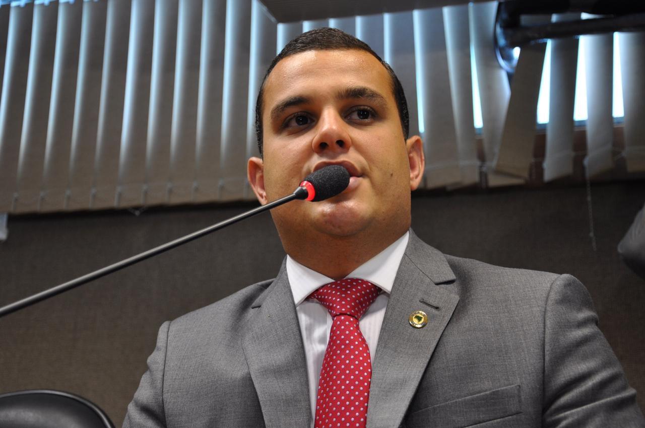 """""""Nunca foi tão fácil decidir"""", diz Alex Lima sobre disputa presidencial"""
