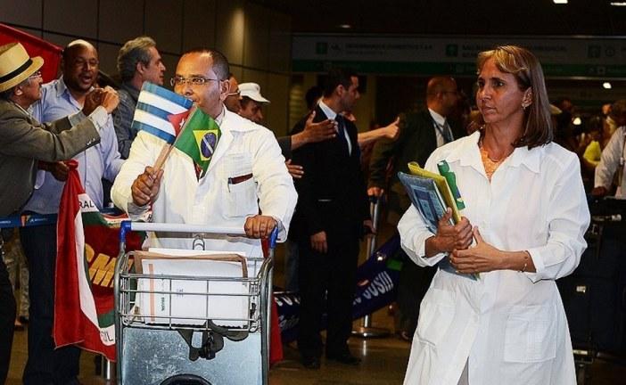 Médicos cubanos começam a deixar o Brasil em até dez dias, diz Embaixada