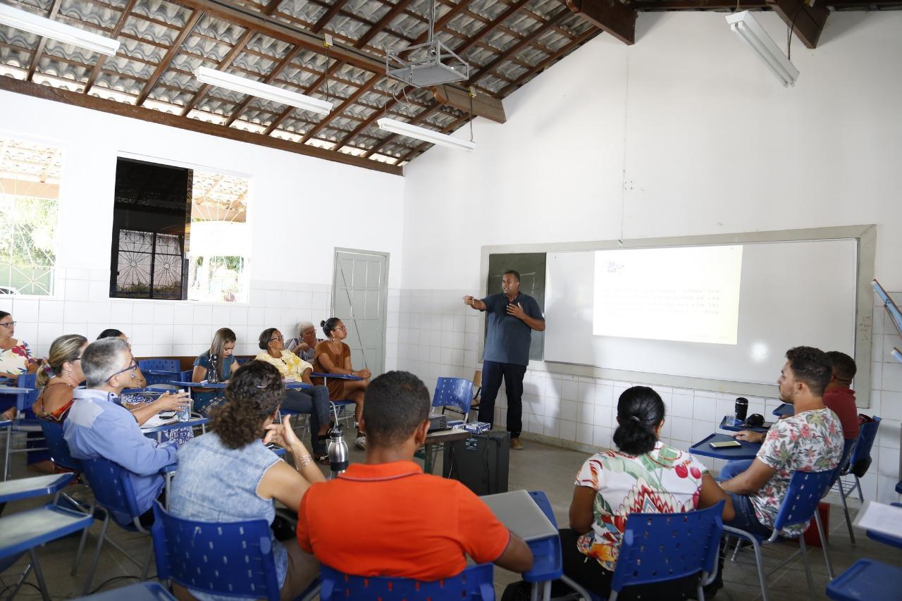 Professores participam de workshop sobre uso de técnicas de vídeos e rádio em sala de aula