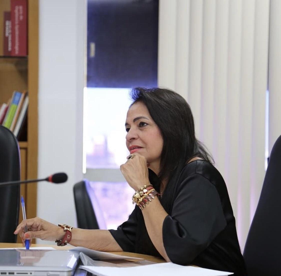 Moema participa de reunião para tratar da Policlínica Regional de Simões Filho