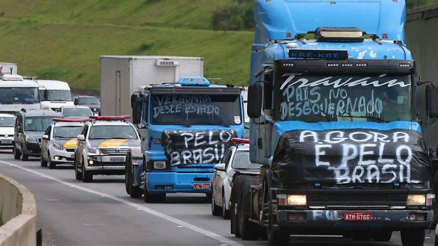 Caminhoneiros avaliam paralisação após decisão de ministro do STF sobre frete