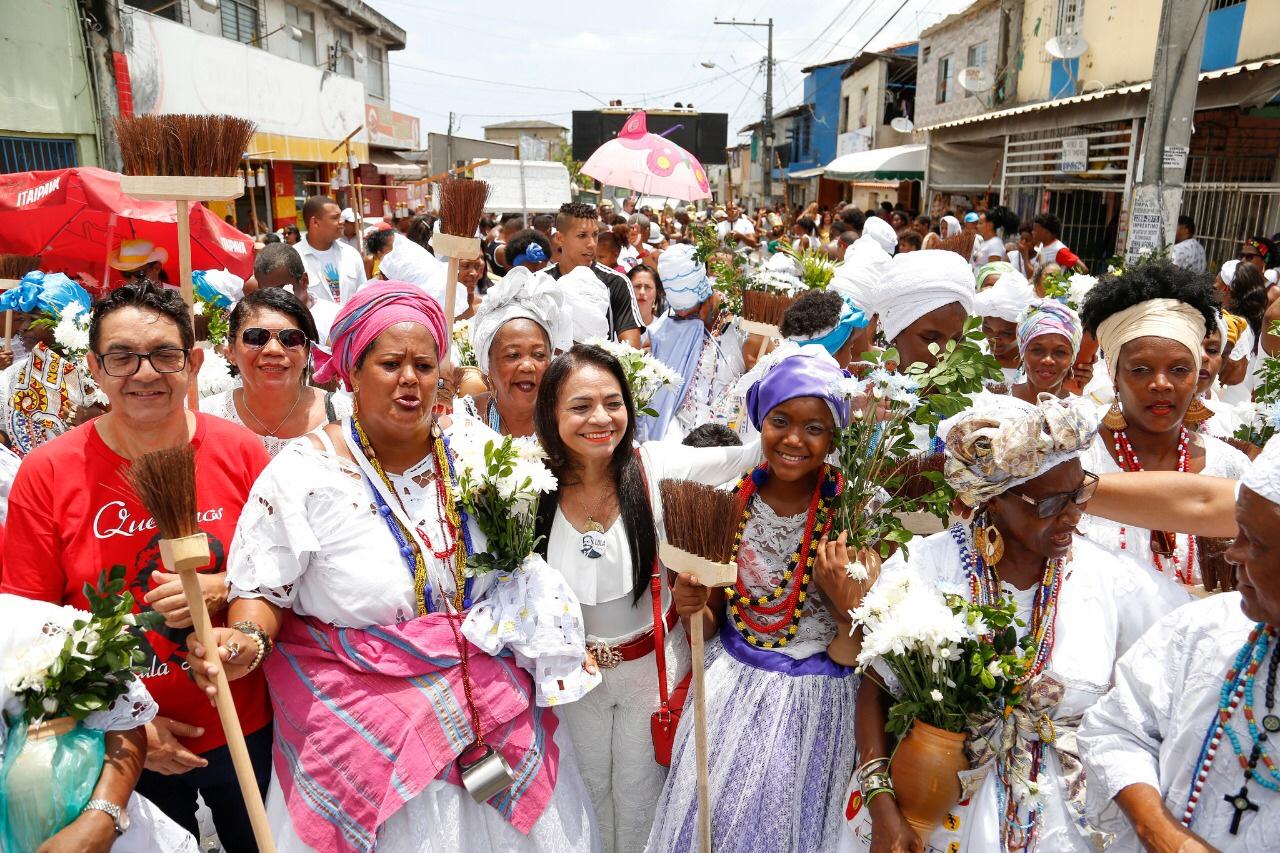 Cortejo Cultural arrasta multidão nos 35 anos da Lavagem do Caranguejo
